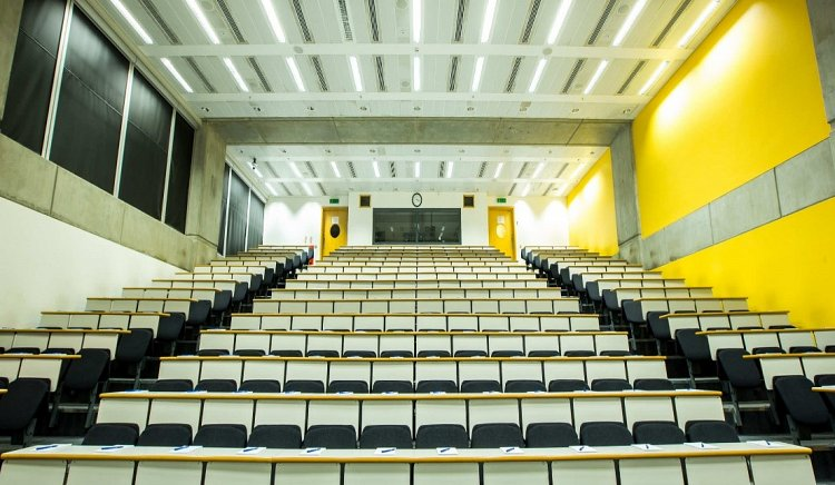 Lecture Theatres Renovated by Lowe Build